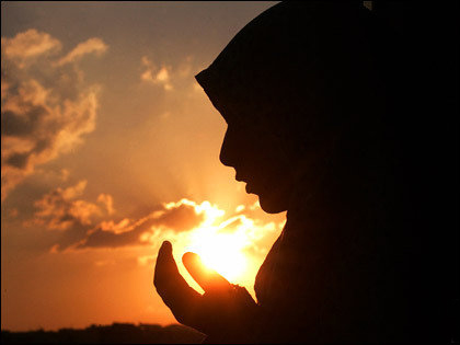 large-women-praying-sun-prayer_freeimagebazaar-516a7473cf601-0100